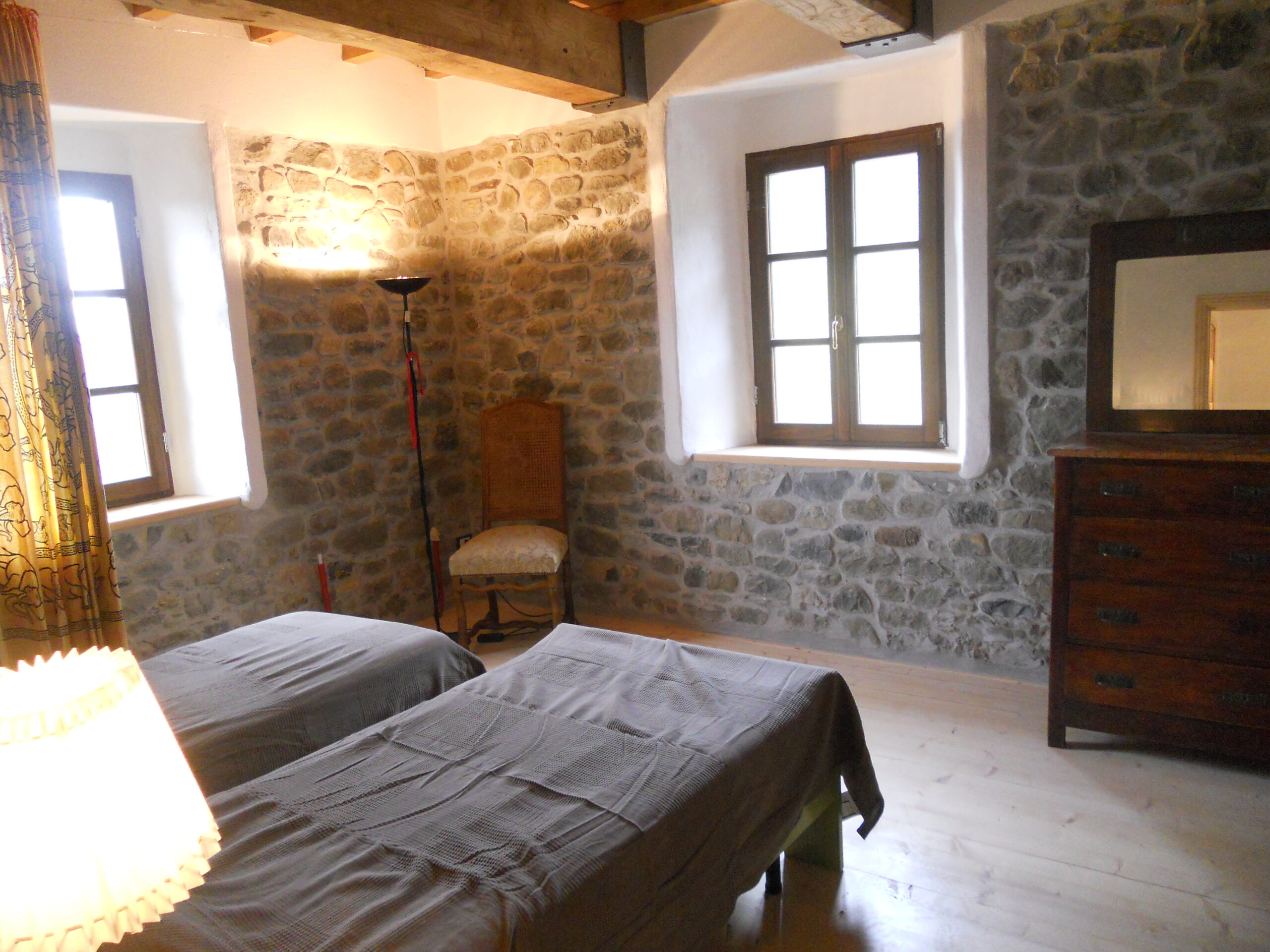 Wonderful property with Ancient House of the Viscount  between olive trees  -vineyards in Lunigiana