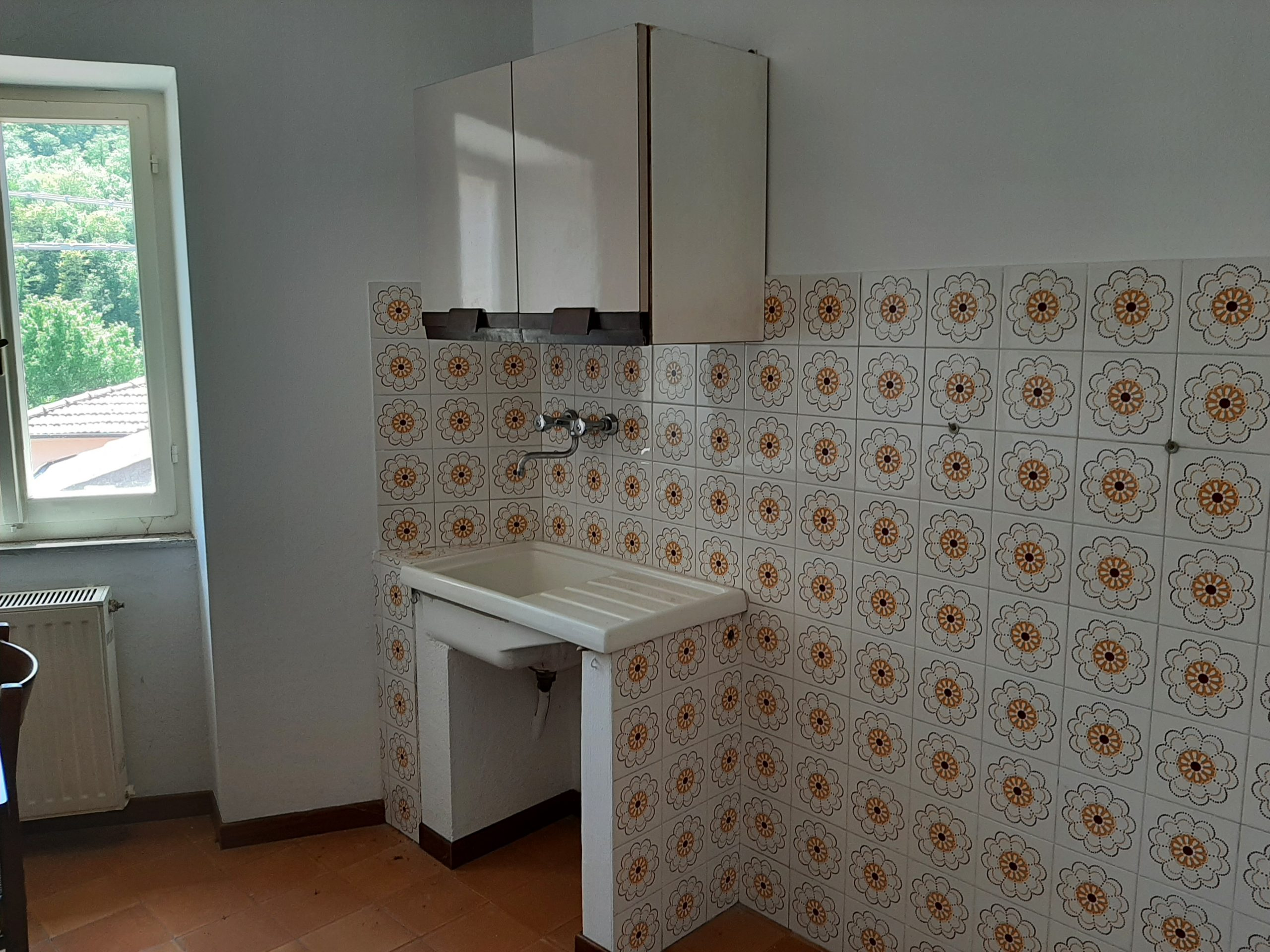 Occasion in Lunigiana: Renovated stone house with garden + Habitable stone house ideal for renting. Ref. 2412