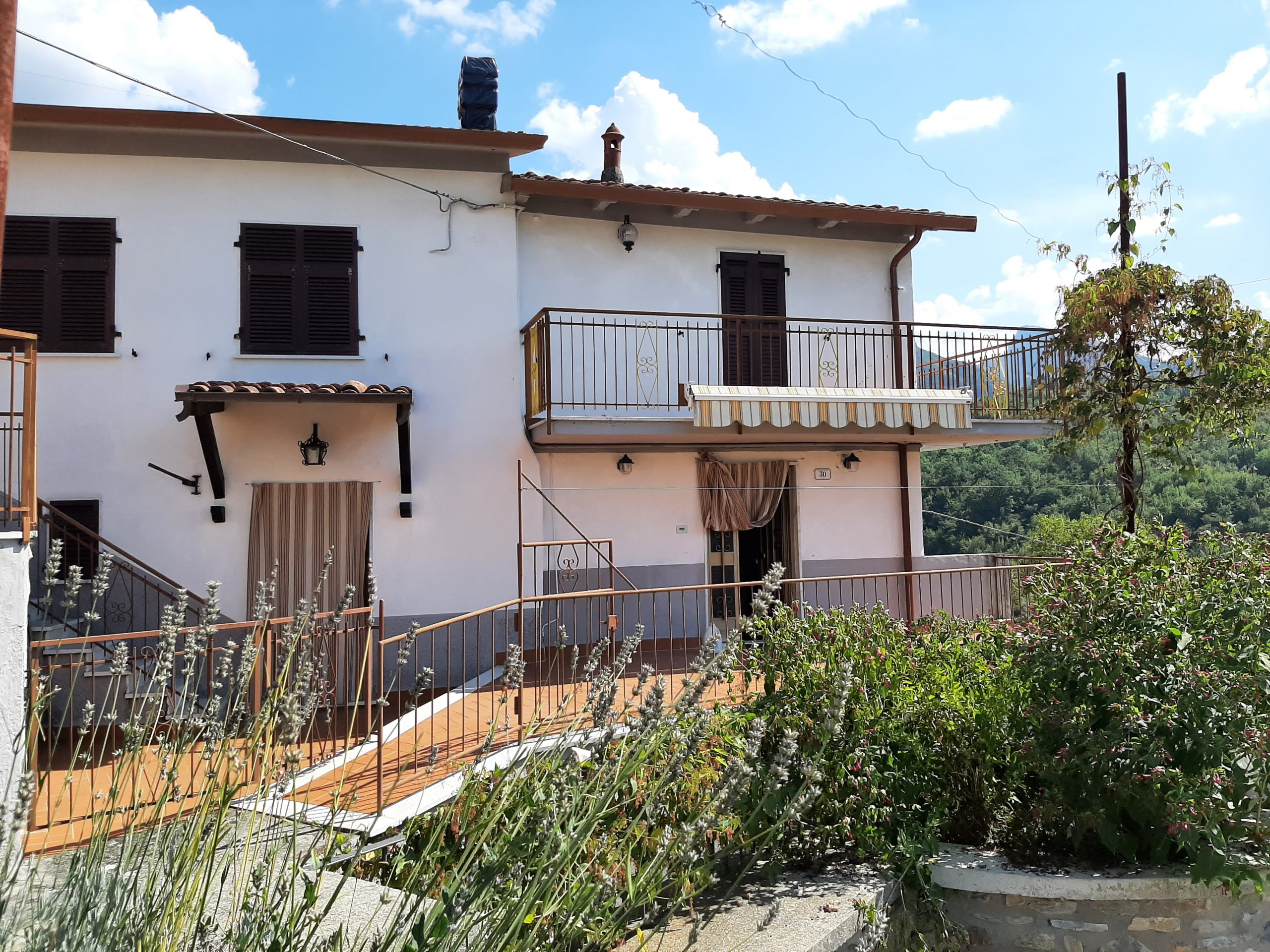 Detached house with garden in a panoramic position in Lunigiana – Gragnola !!! Ref. 2440