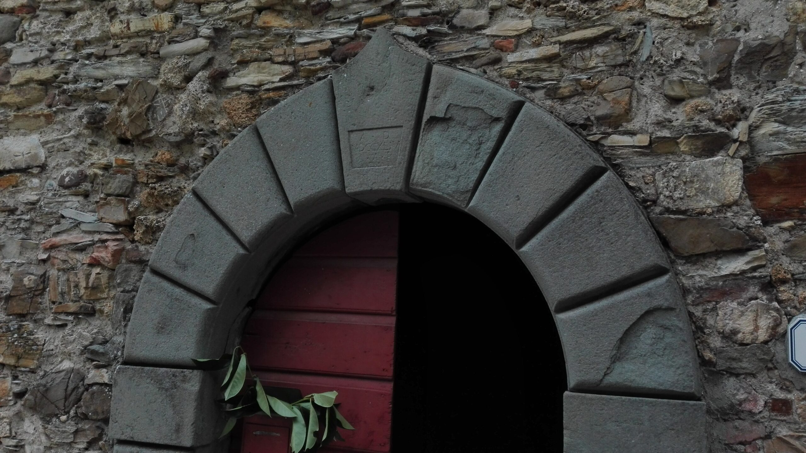 Stone house with land and new roof ! Lunigiana Toscana – 2060