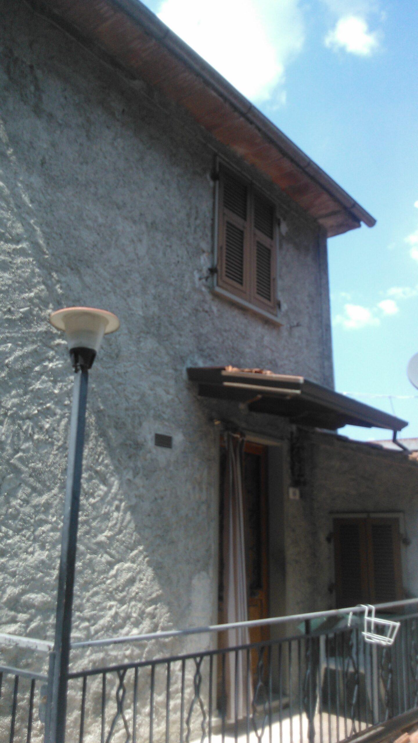 Occasione :casa in pietra abitabile con terrazza!!!!Prezzo Pazzesco ref. 1932
