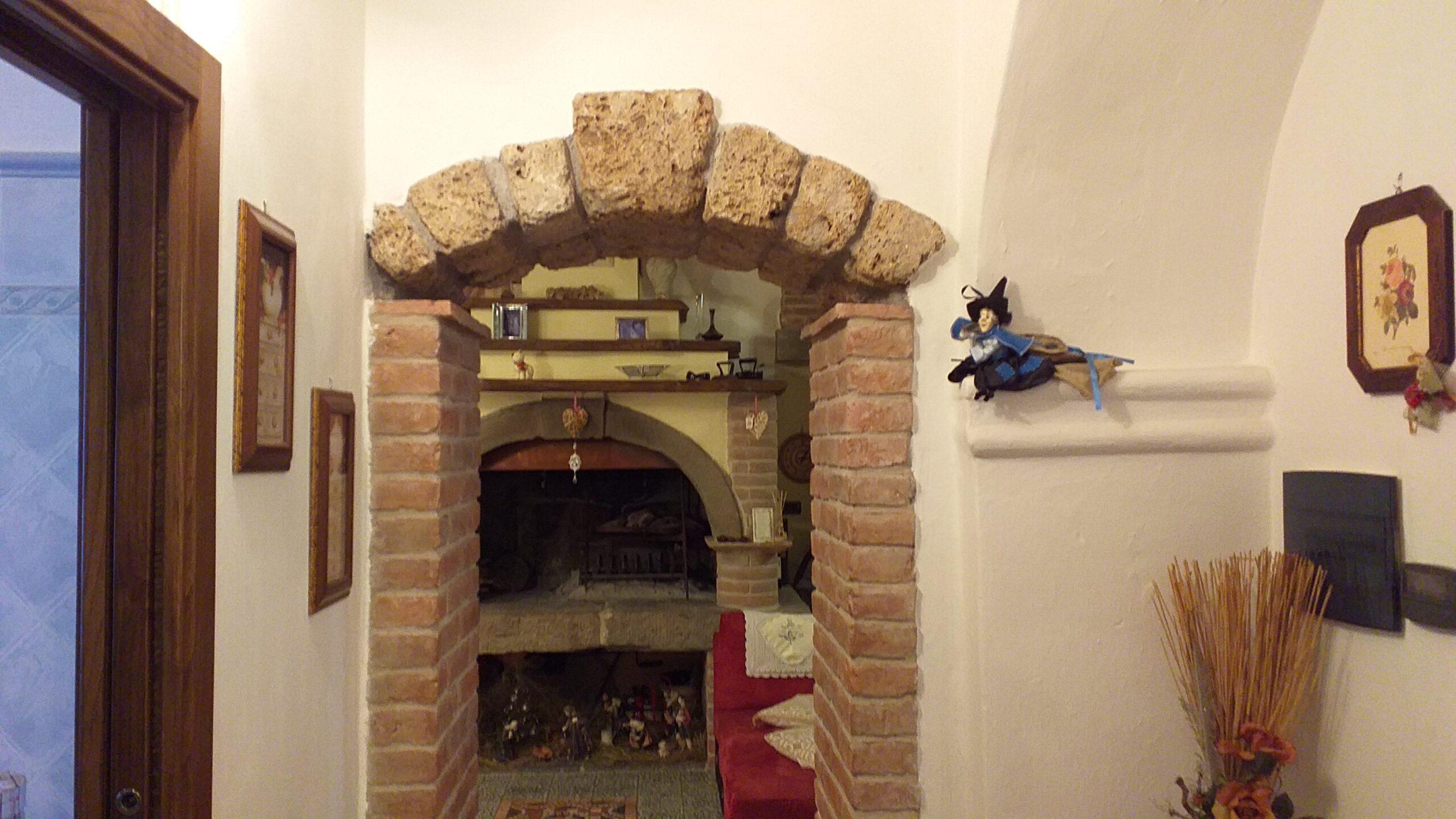 Casa ristrutturata in pietra  a 10 minuti da Aulla. 2258