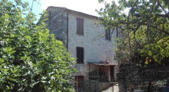 Casa storica Abitabile, nel borgo dell'olio. Historical Habitable House in the oil village. ref. 2269