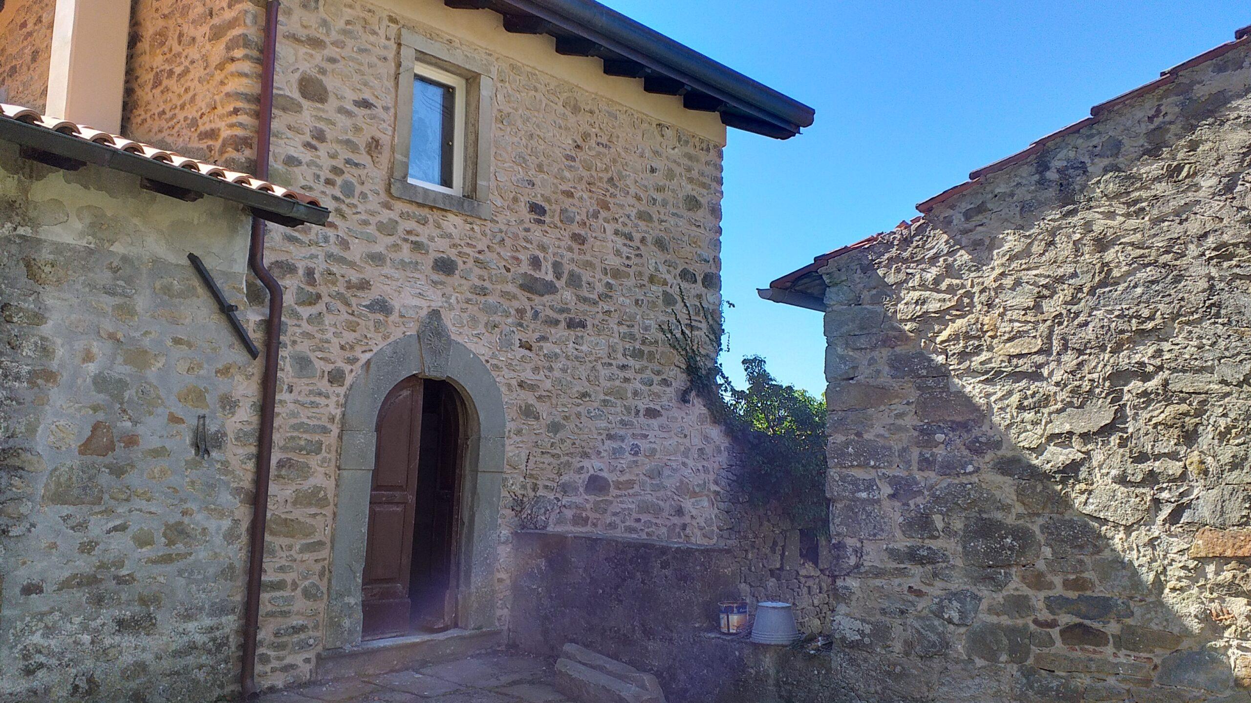 Borgo antico in parte ristrutturato con terreno, fantastico. ref. 2285