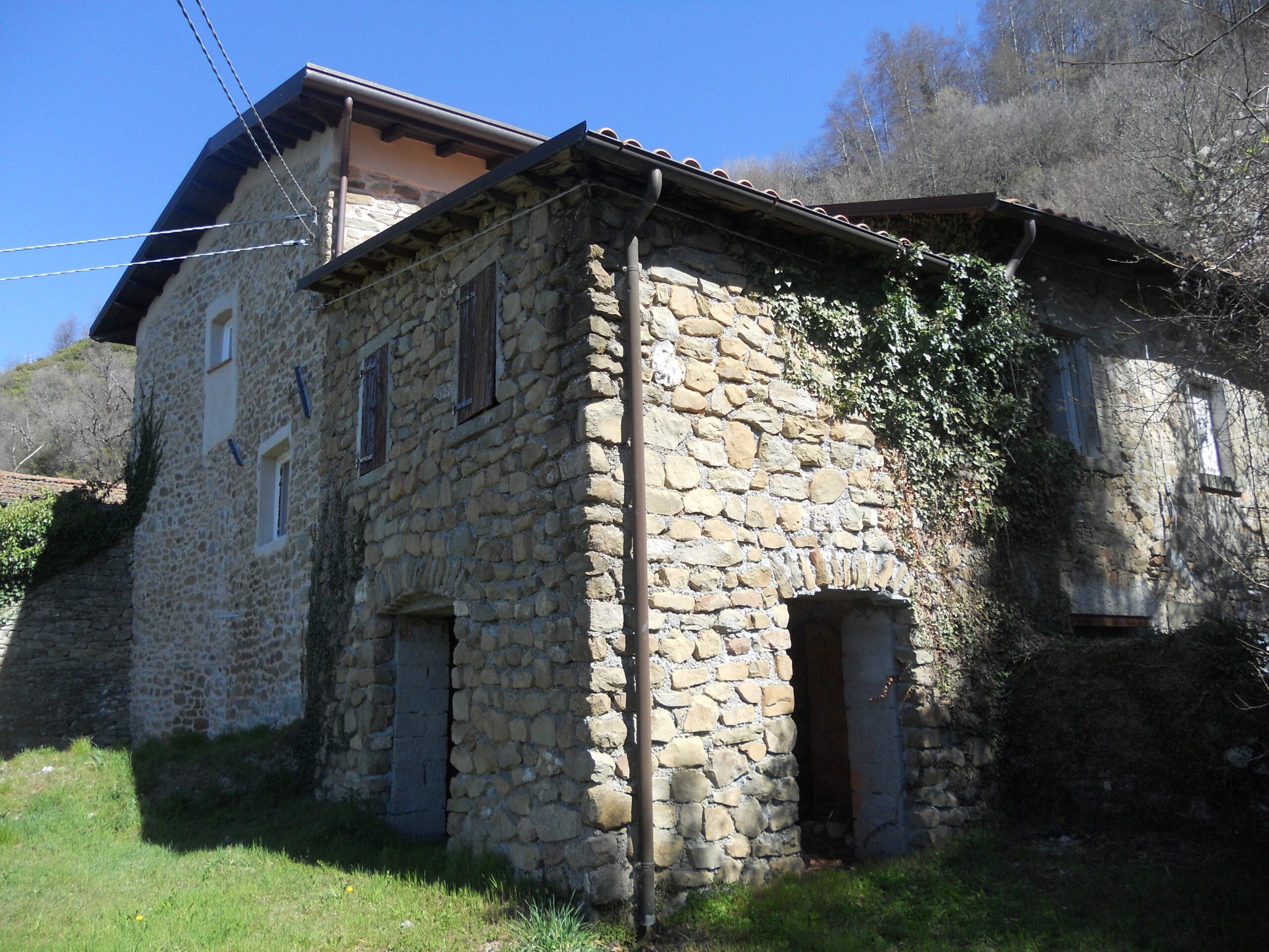 Casa padronale + casa antica + rustico con terreno,  Progetto di ristrutturazione in studio ref. 2285