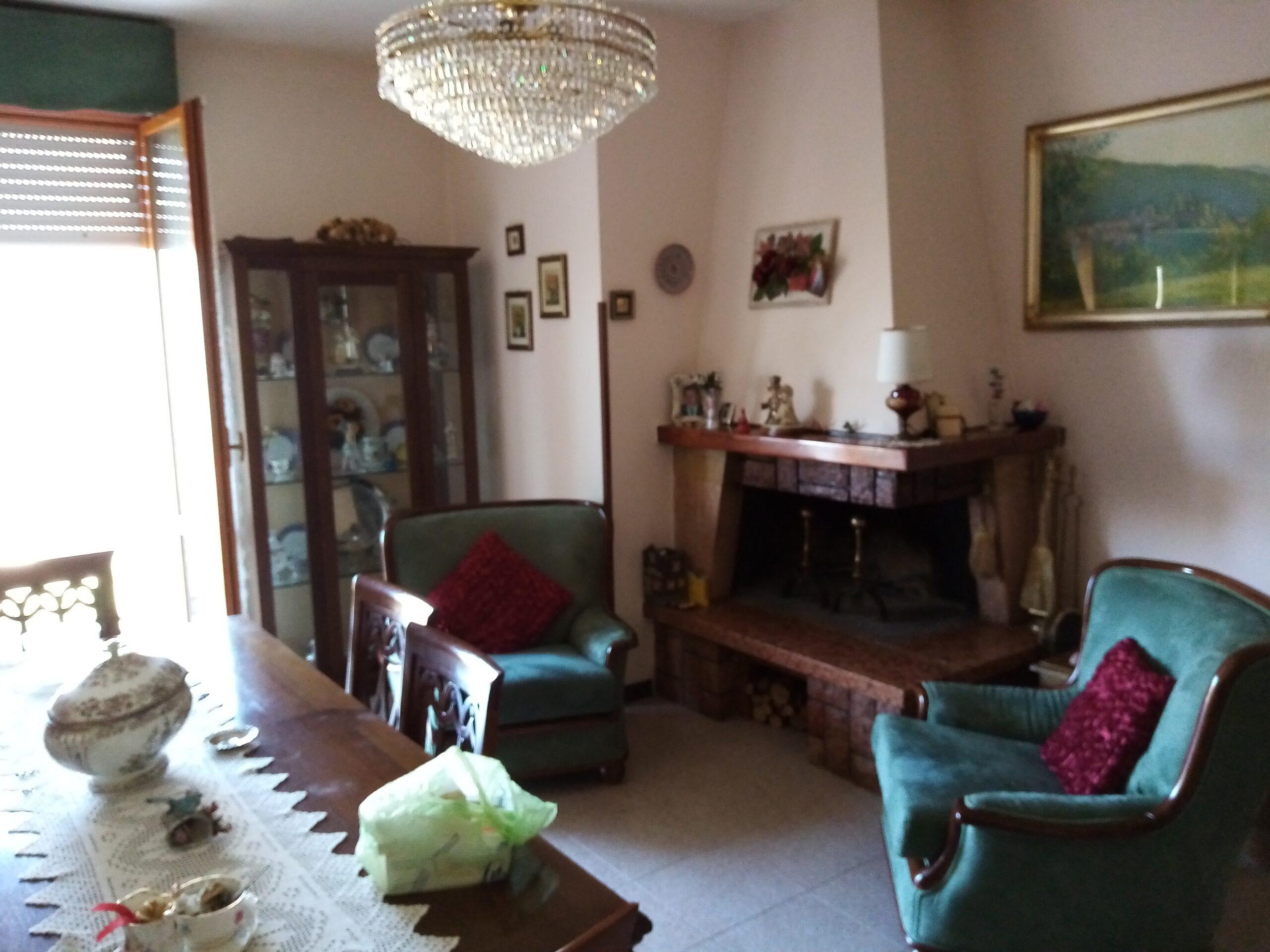 Casa ristrutturata con terrazza in Fivizzano . Il Chianti . ref. 2349