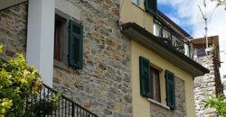 Casa con terrazza sulle Alpi Apuane . La Stella Toscana Lunigiana . ref. 2309.