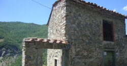 Casale Toscano  indipendente con terreno, prezzo da Favola . Fivizzano.1601