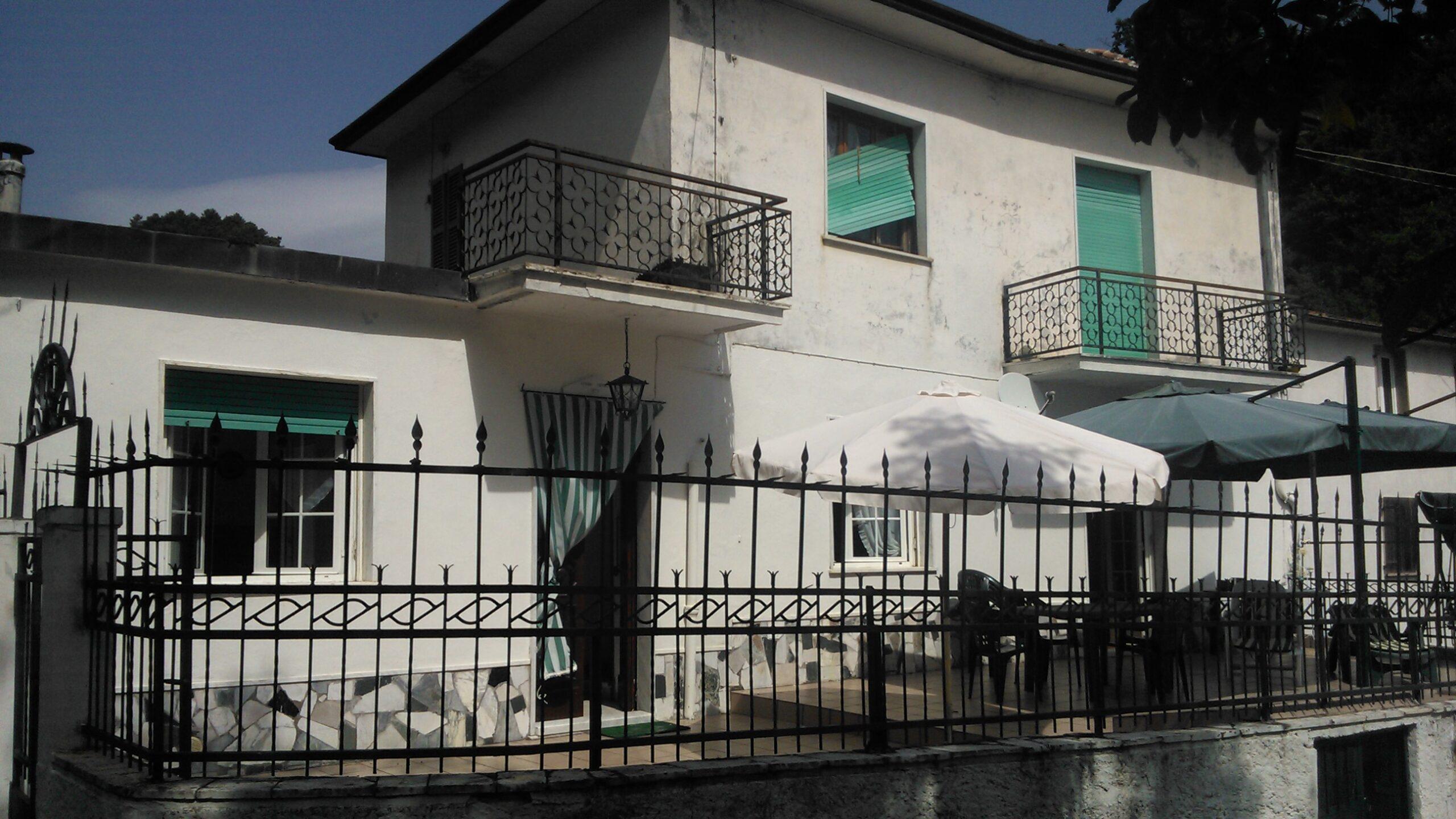 Casa con terrazza a 10 minuti da Aulla. La casa dell'avvocato. Ref. 1940