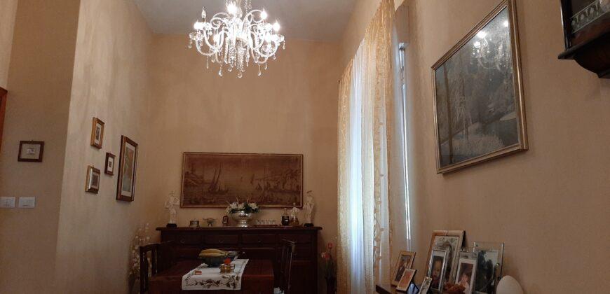 Villa indipendente con prato e panorama sulle Alpi Apuane . Ref. 2357