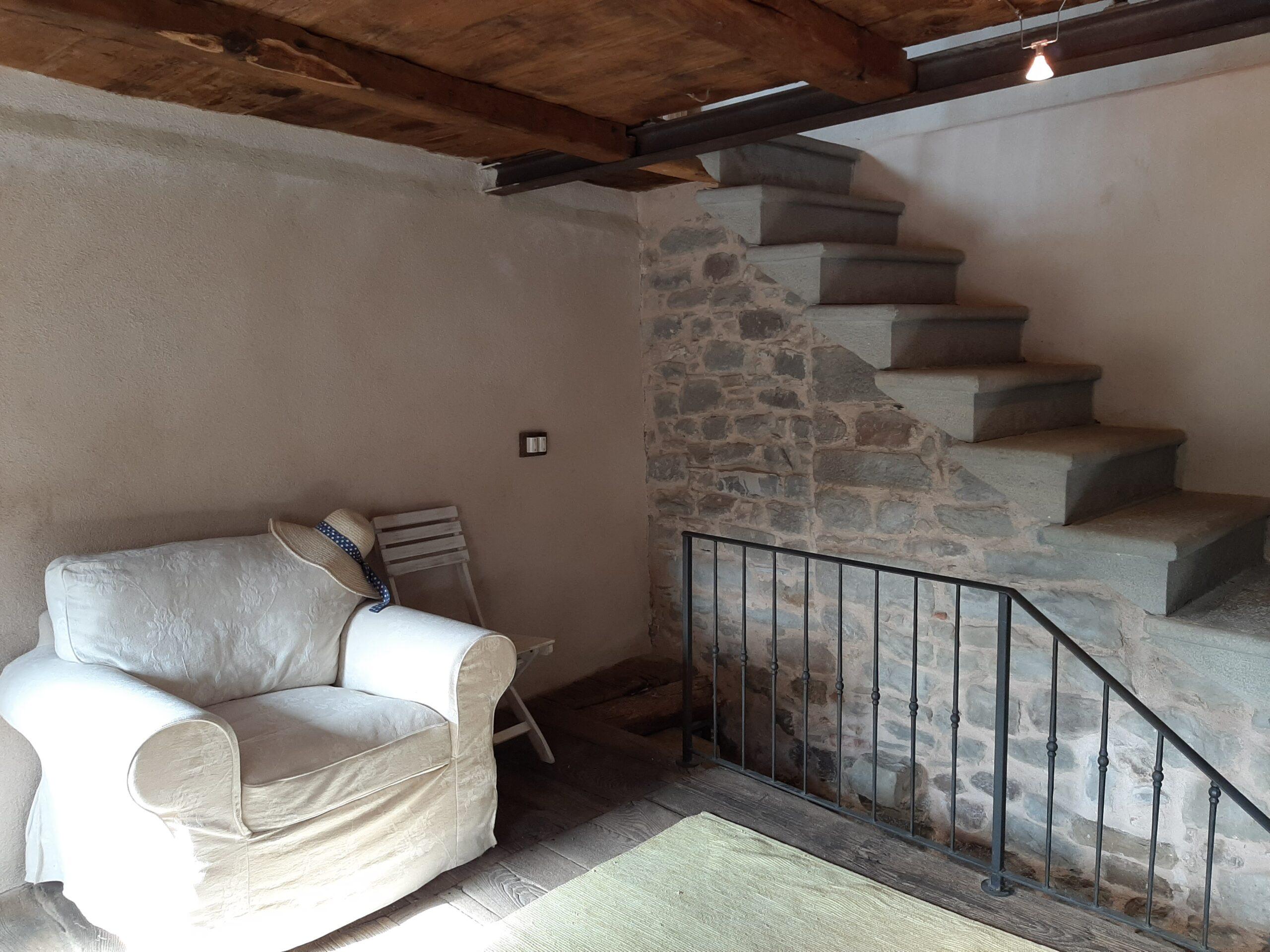 Casa ristrutturata in pietra, con panorama  unico. Lunigiana. ref. 2377