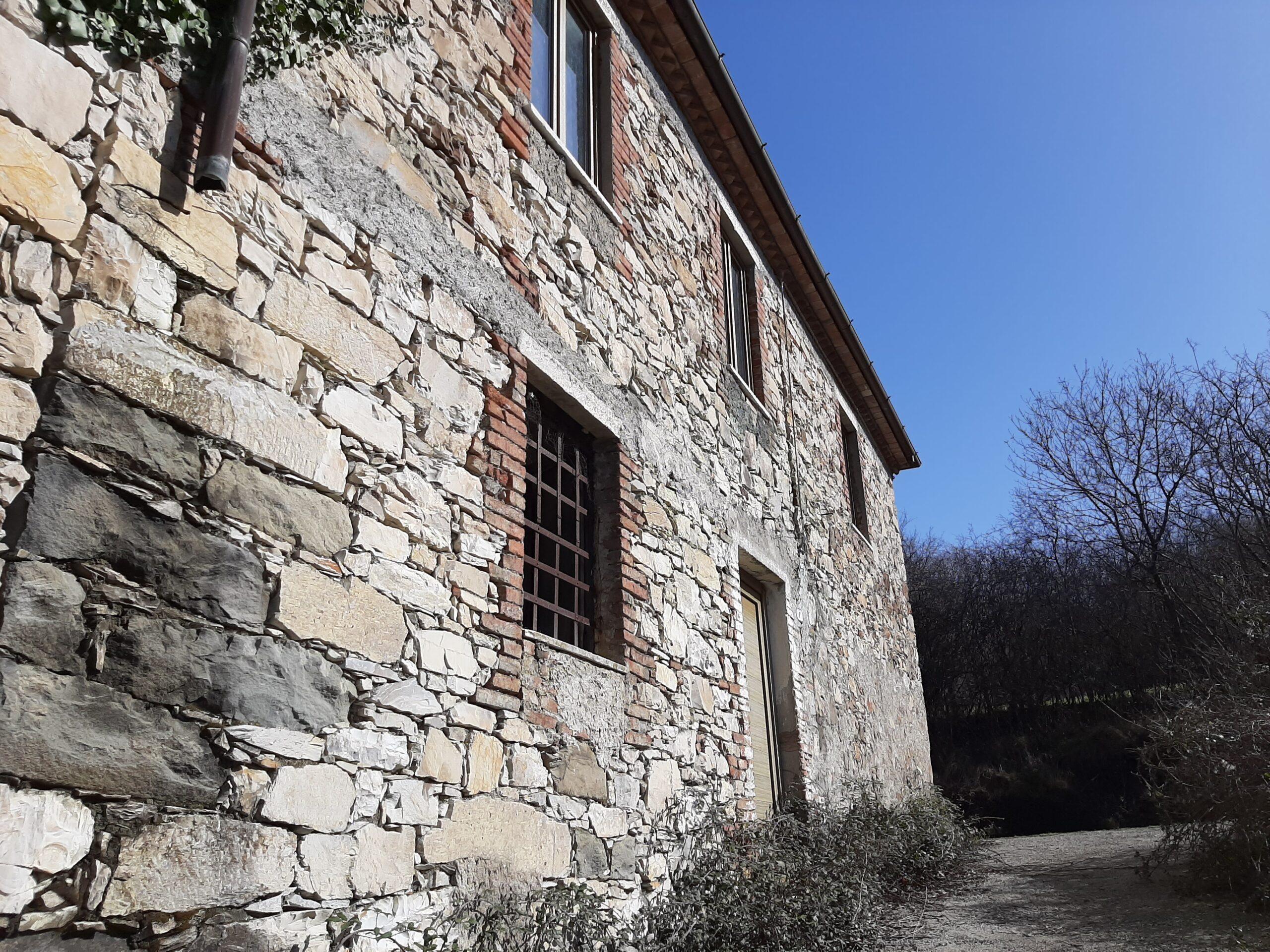LUNIGIANA : CASA ANTICA INDIPENDENTE CON GIARDINO , Un Sogno in Toscana. 2394