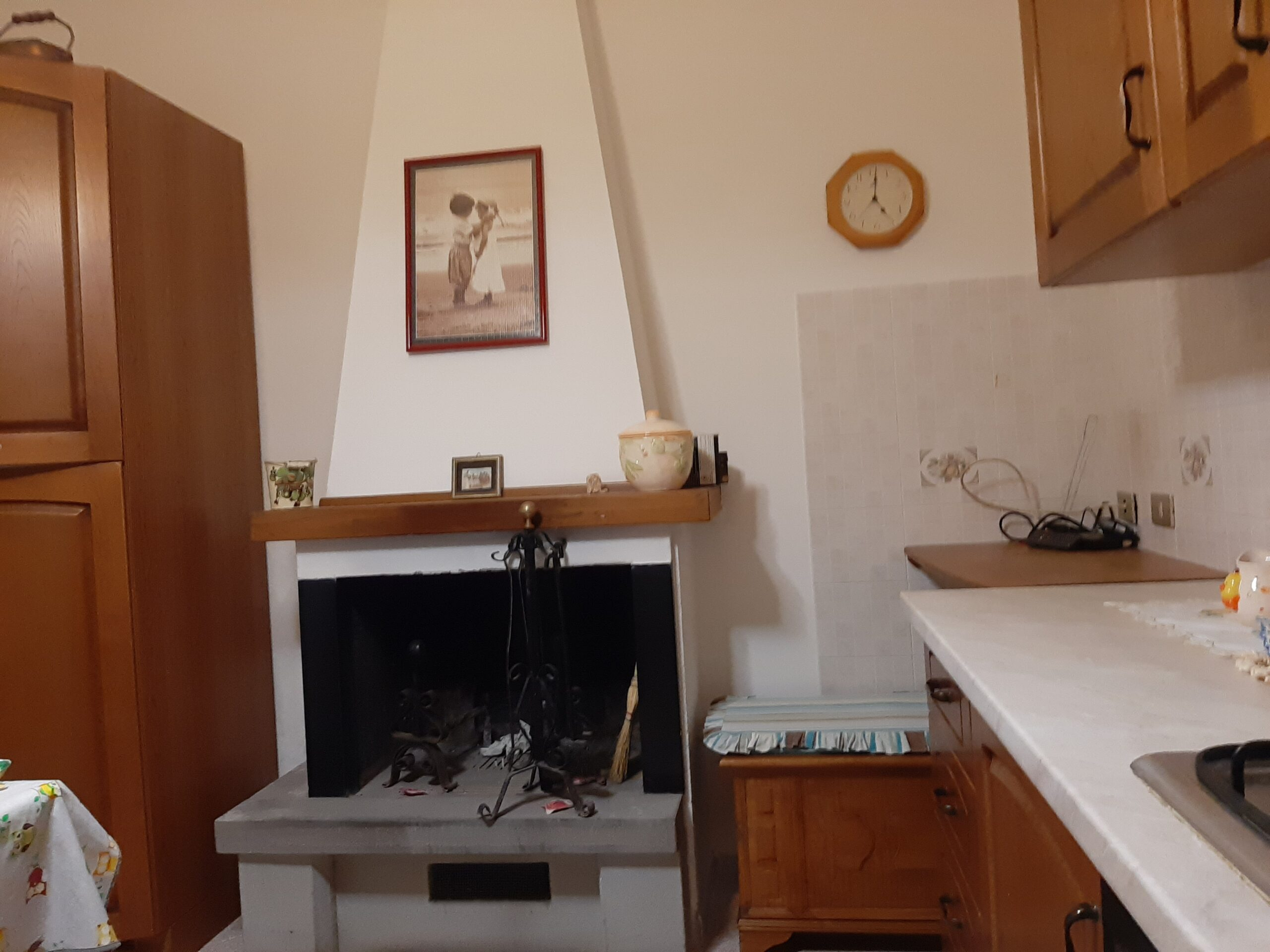 Lunigiana : Casa in pietra abitabile in borgo medioevale. 2395