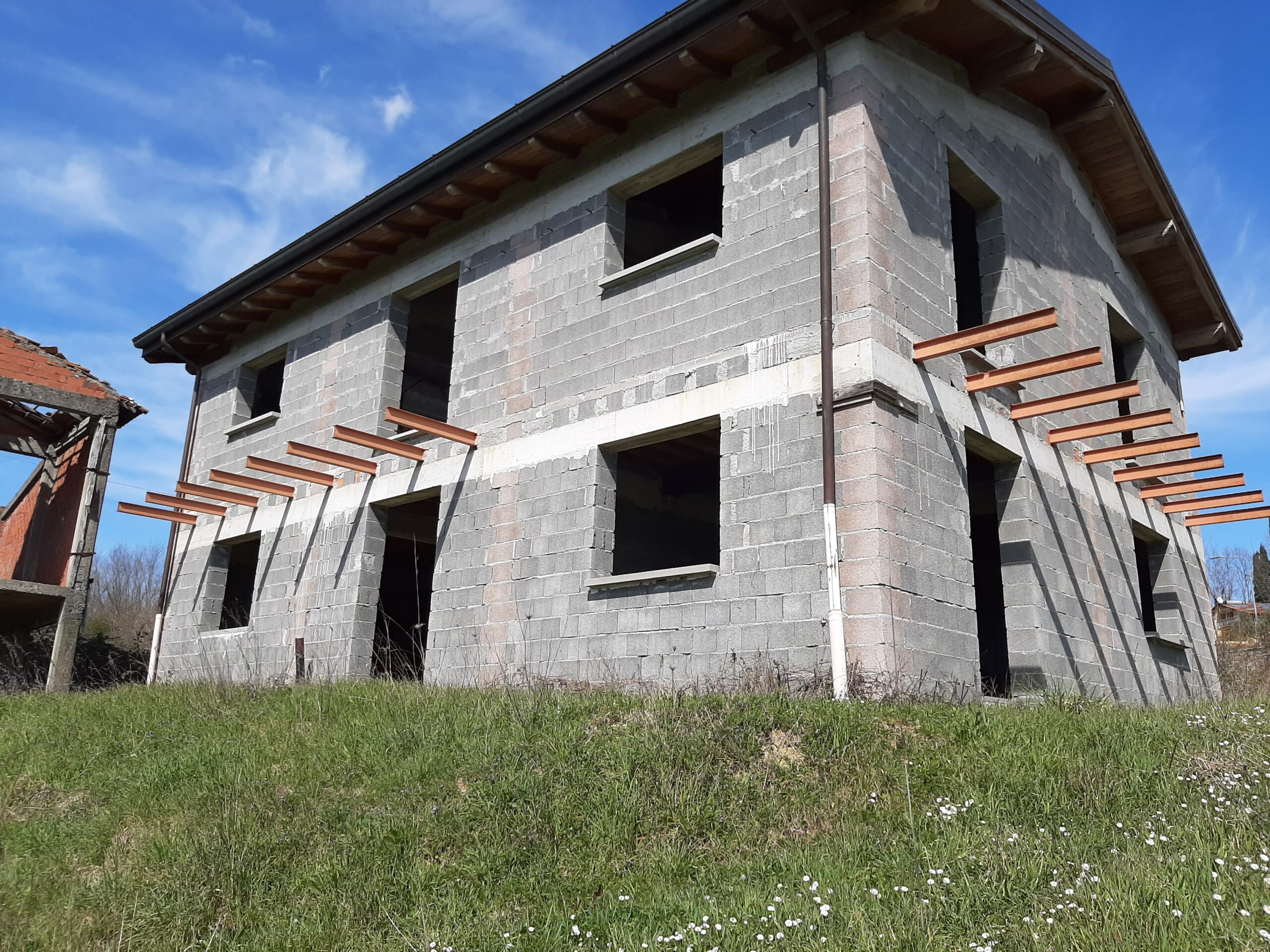 Casa Panoramica con Terreno alle porte di Aulla . Ref. 2396