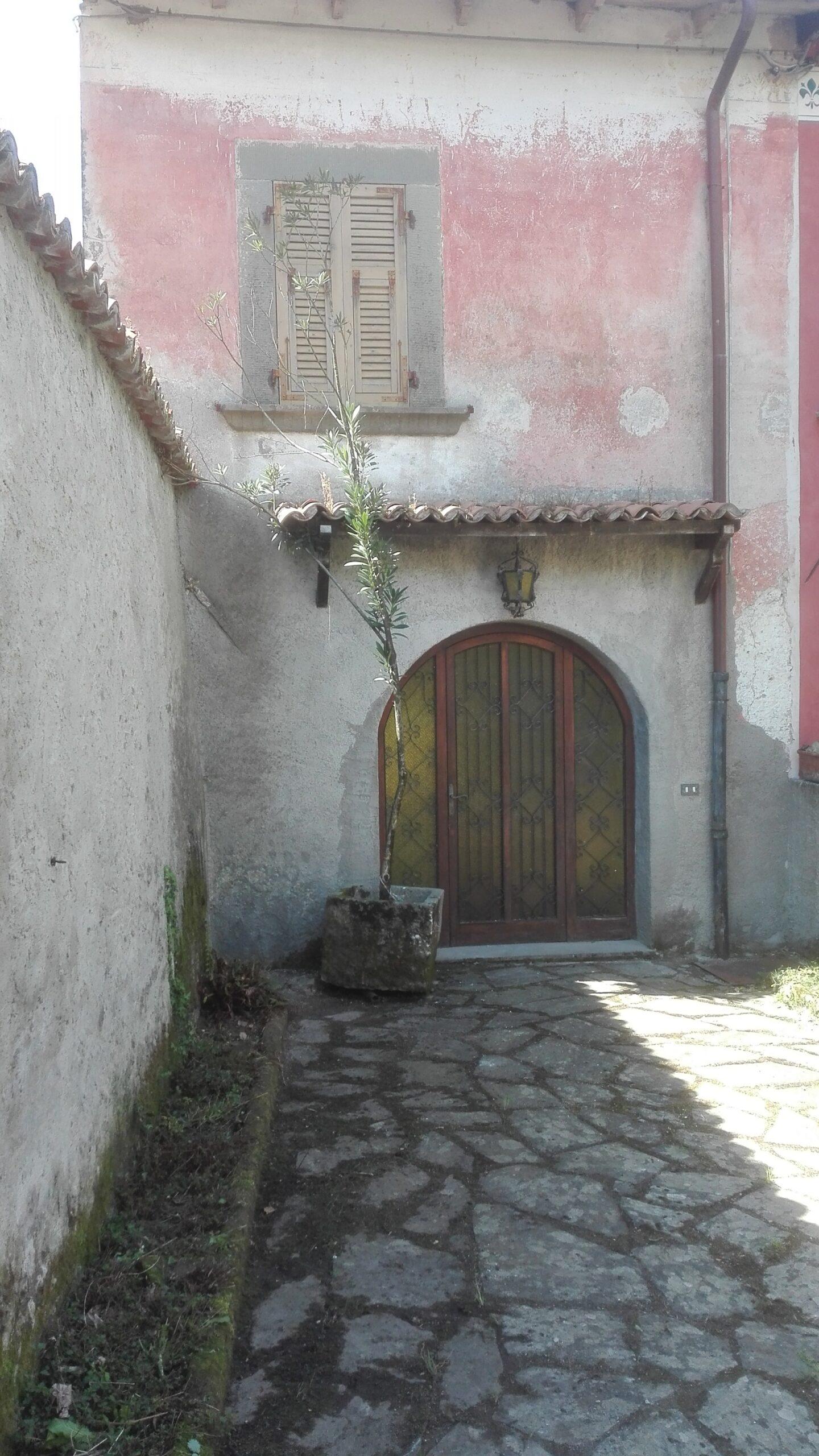 Casa dal sapore toscano  in pietra con giardino, una perla. ref. 1889