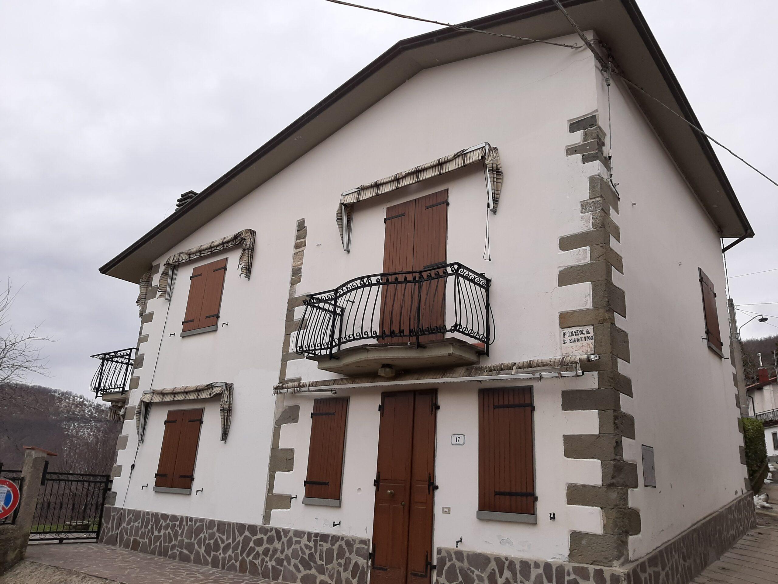 Casa Indipendente ristrutturata con rifiniture di pregio . Con Giardino. Vic. Fivizzano 2374