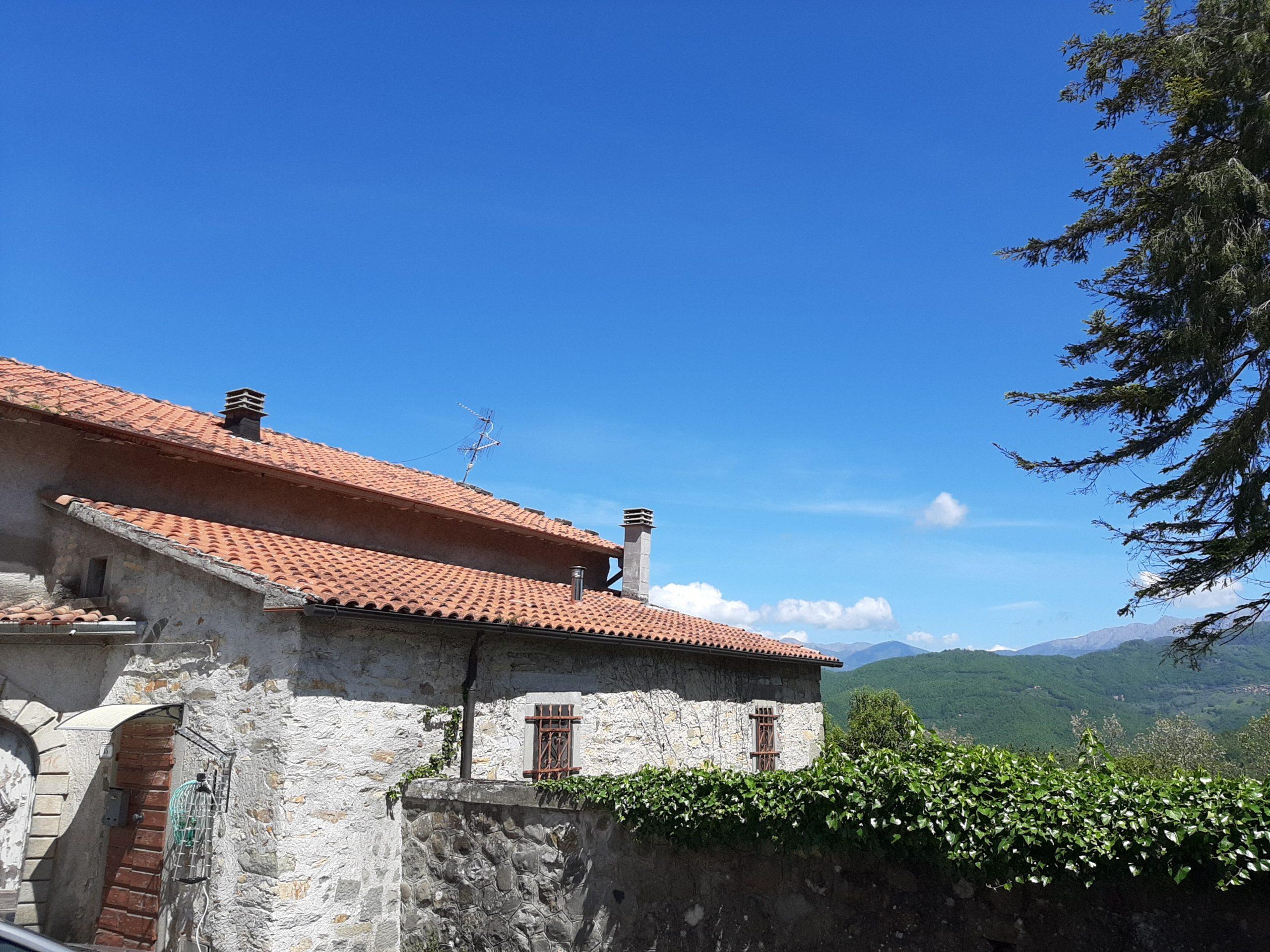 Occasione in Lunigiana : Casa in pietra abitabile ad un prezzo da Favola , Investimento in Toscana . 2413