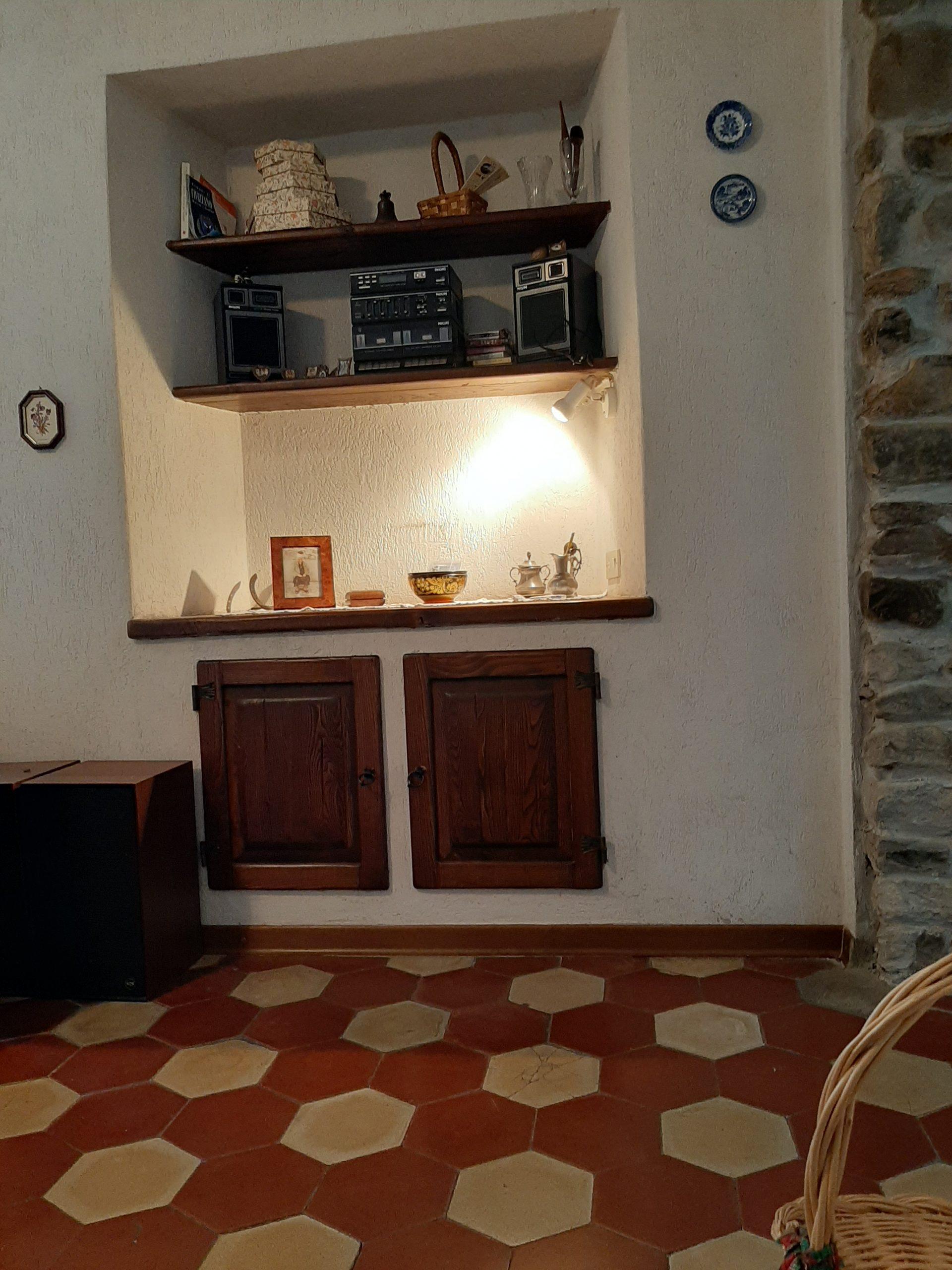 Casolare indipendente con tre case e giardino e comodo , 15 minuti da Aulla / Fivizzano . Ref. 2379
