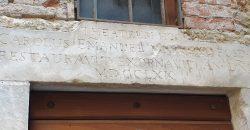 Fosdinovo : Casa antica ristrutturata con particolari di valore . 10 km. dal mare. ref. 2436