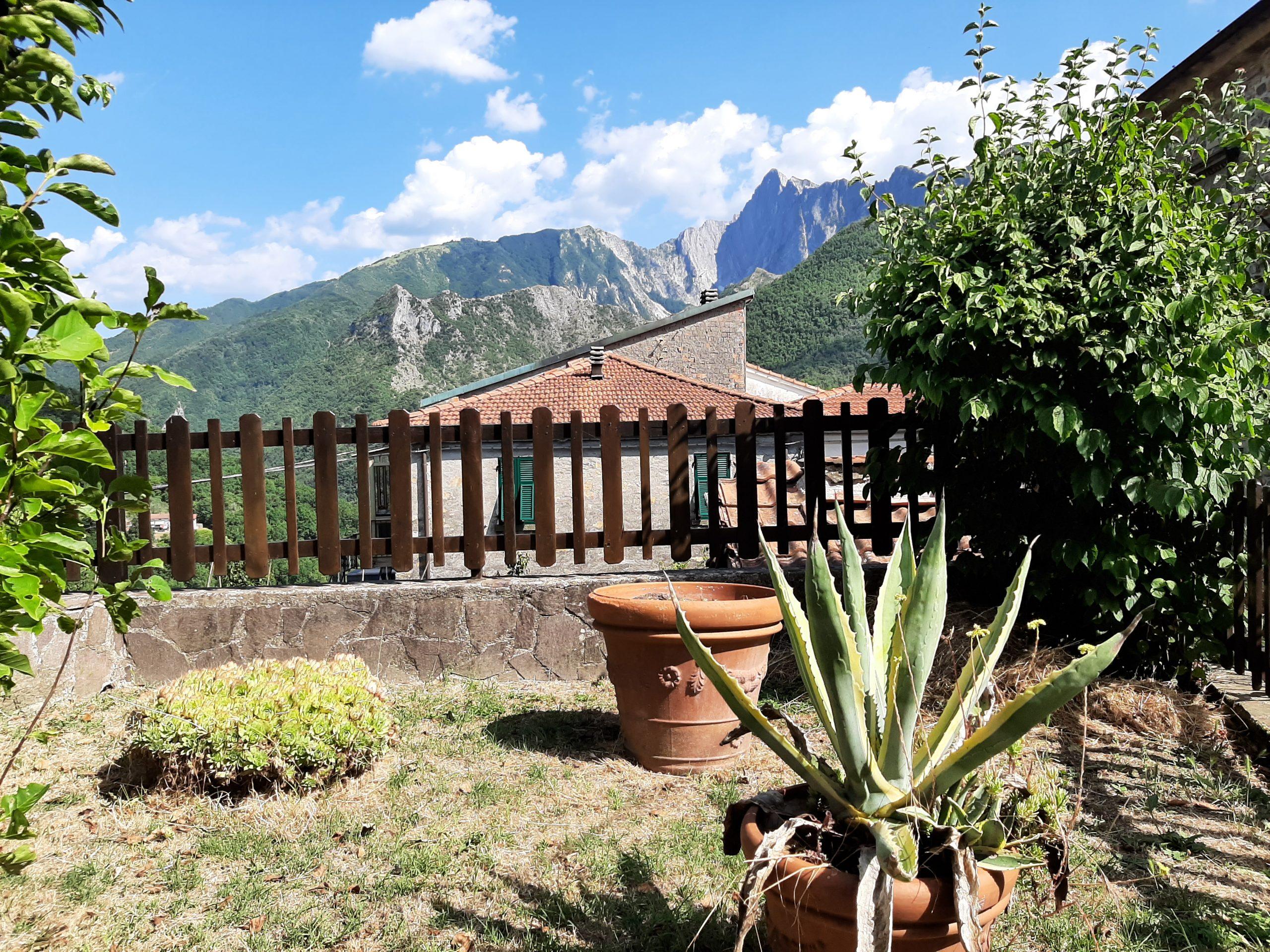 Casa con giardino e Vista , occasione in Lunigiana , guarda il prezzo !!!!! ref 2430