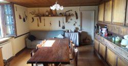 Casa indipendente con giardino, abitabile in pietra . Tetto nuovo. Occasione, investimento in Lunigiana.ref.2246
